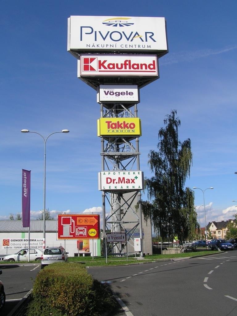 Celkový pohled na reklamní pylon